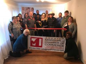 cc24c8160af Lisa Gallant Photography hosted a great ribbon cutting of her charming  studio on Thursday